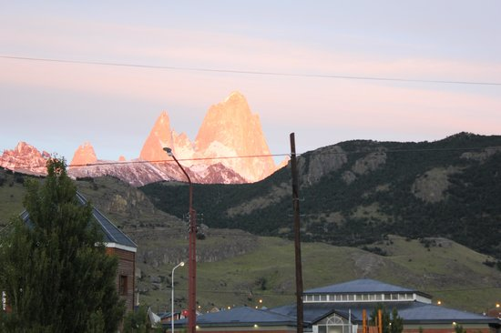 Hotel La Aldea: Vista al Fitz Roy desde el hotel (6AM - Enero de 2014)