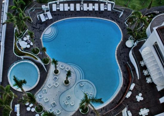 Movenpick Hotel Mactan Island Cebu: view of the pool