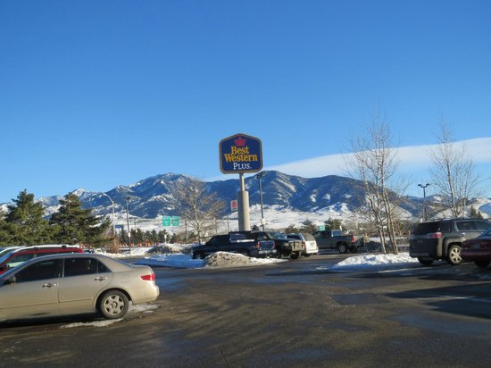 BEST WESTERN PLUS GranTree Inn: The Jim Bridger Range from the motel front