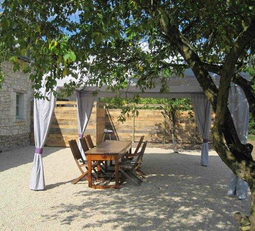 Blou, Frankrig: Terrasse ombragée
