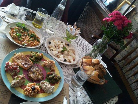Cafe Privato : Mezze Plate, Turkist Omellete, Cheese Platter