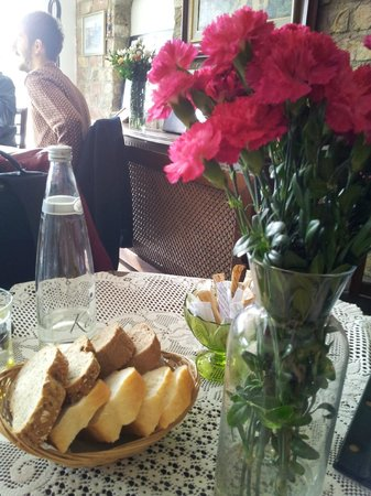 Cafe Privato : Flowers to brighten your day
