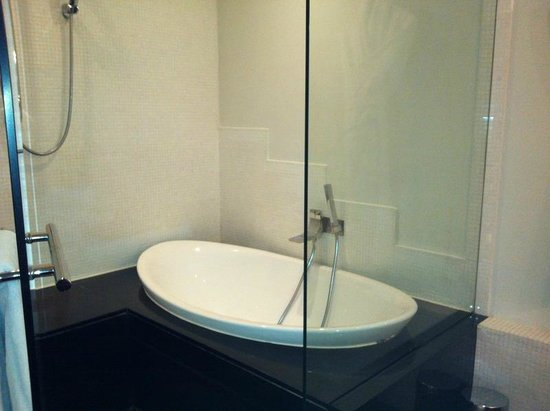 Kenzi Tower Hotel: Bath