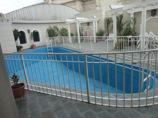Hotel Crillon: vacia en pleno verano