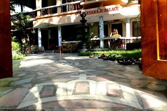 Maharaju Palace: 2 stappen binnen