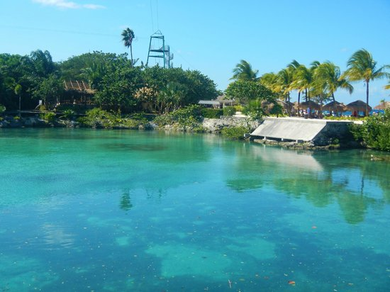 Chankanaab Beach Adventure Park: The beautiful lagoon- pretty to look at, but wish we could swim in there!