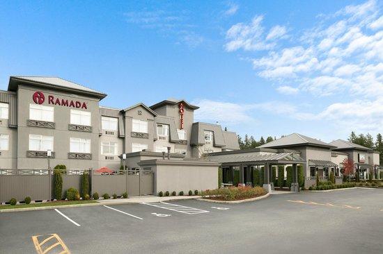 Ramada Pitt Meadows : Hotel Front