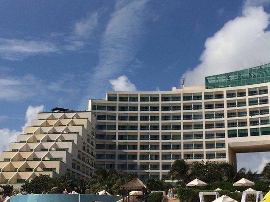 Live Aqua Cancun All Inclusive: frente hotel vista da praia