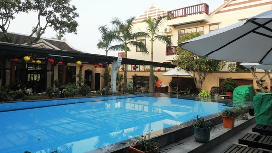 Huy Hoang Garden Hotel: The pool area