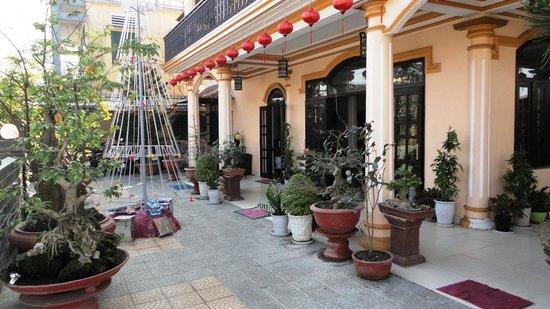Huy Hoang Garden Hotel: The entrance