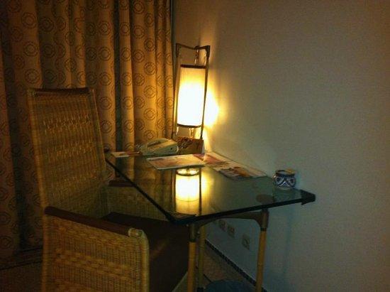 Movenpick Hotel & Casino Malabata Tanger : Room office