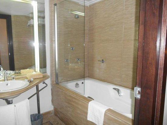 Movenpick Hotel & Casino Malabata Tanger : Bath