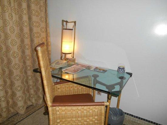 Movenpick Hotel & Casino Malabata Tanger : Desk in room
