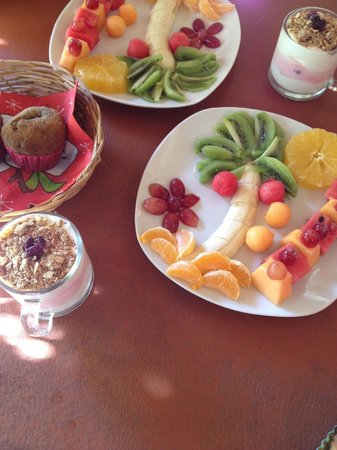 El Jardin: Salade de fruit et yaourt à la fraise