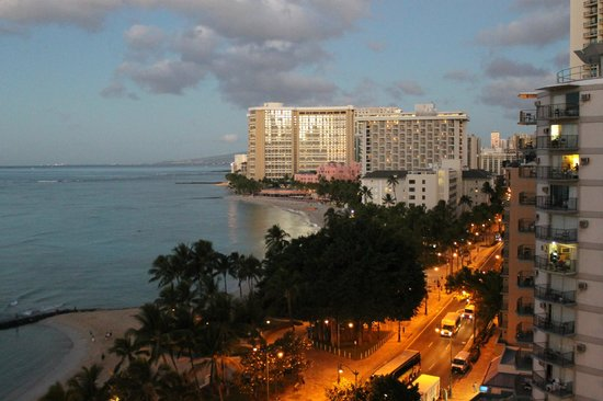 Alohilani Resort Waikiki Beach : view from the balcony sunrise