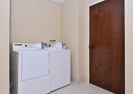 Comfort Suites University - Research Park: on site laundry room