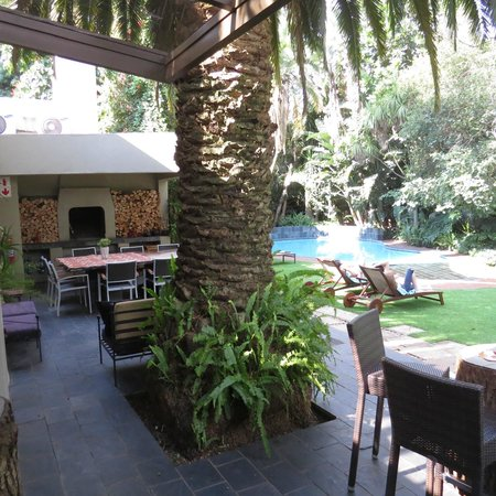 African Rock Hotel: Quiet and Comfortable grounds