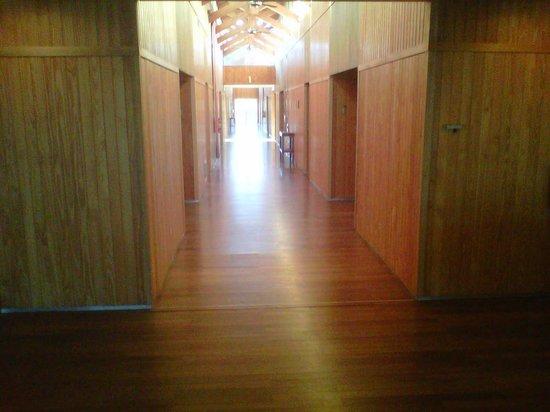 Delta Eco Spa: pasillo a las habitaciones del hotel