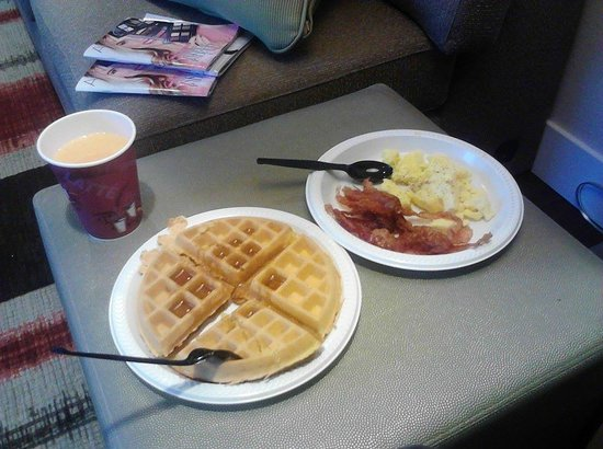 Hawthorn Suites by Wyndham Hartford Meriden: Breakfast