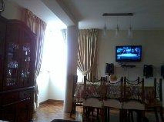 Lima Backpackers: Cosy living area - great for a chilled evening in front of the extensive Peruvian film selection