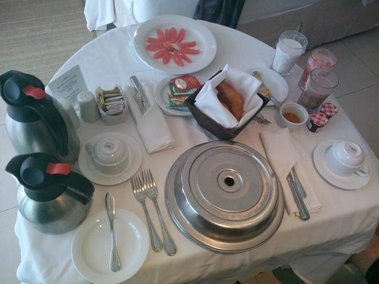 Isla Mujeres Palace: room service breakfast