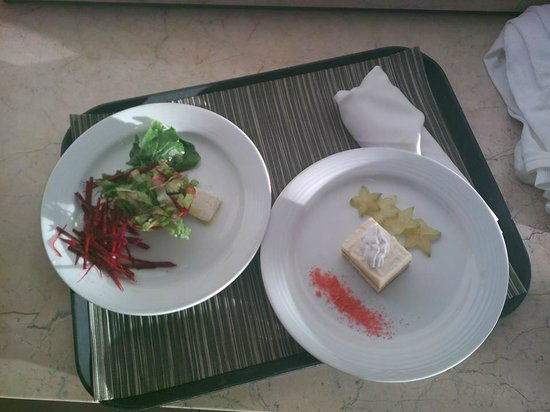 Isla Mujeres Palace: room service snacks