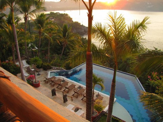 WorldMark Zihuatanejo: Pool View