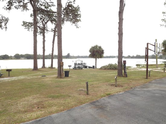 Lake Brentwood Motel : Picnic Area