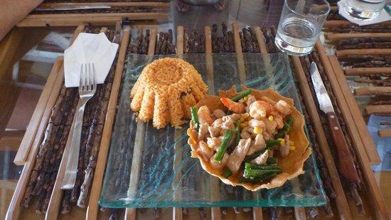Walea Dive Resort: Uno dei tanti ottimi piatti fantasiosi