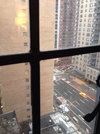 Hilton Manhattan East : partial street view