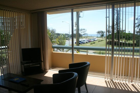 Hi Ho Beach Apartments: Beach view!