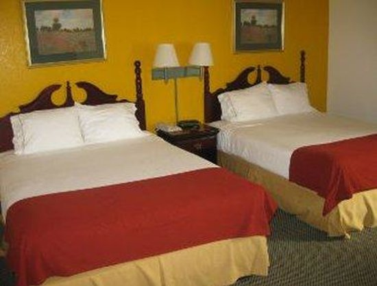 Days Inn & Suites Pasadena: Standard Two Bed Room