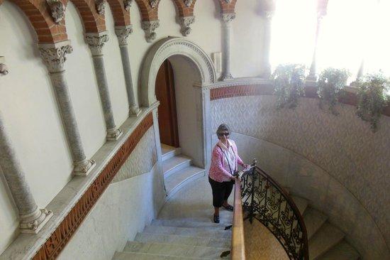 Hotel Villa Cipressi: Main stairway