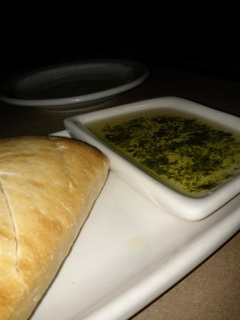 Bonefish Grill: Fresh bread served with olive oil