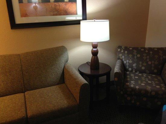Best Western Plus Ambassador Suites Venice: Coin sofa