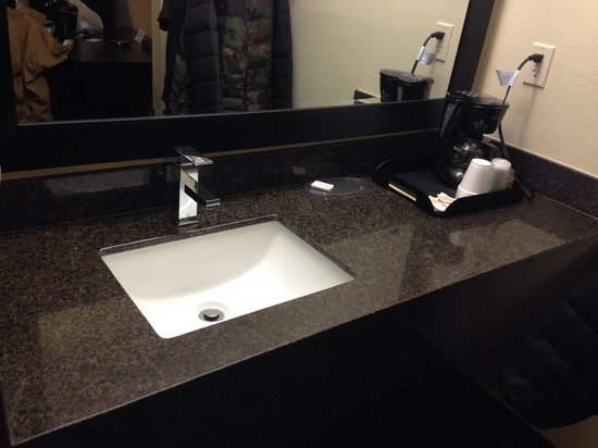 Boarders Inn and Suites Ashland City, TN: All new Art Deco and clean