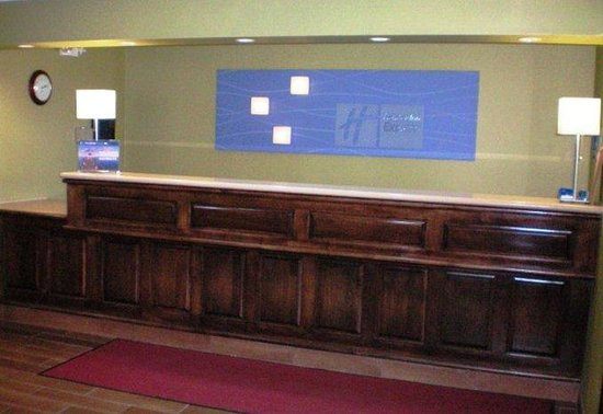 Holiday Inn Express Acme-Traverse City: Front Desk