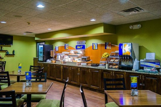 Holiday Inn Express Acme-Traverse City: Breakfast Area