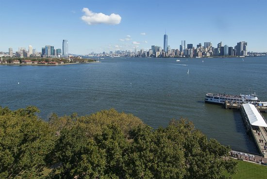 Statue Cruises: Looking back to Manhattan