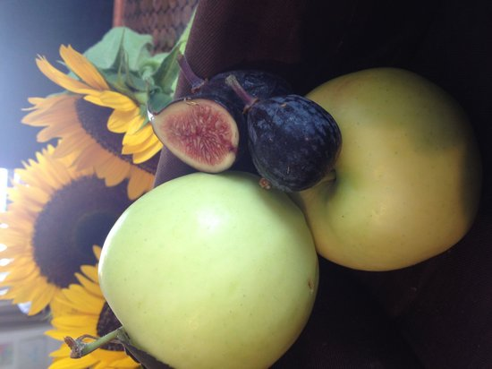 The Local Press: Fresh fig, prosciutto, Brie, local organic apple,blue cheese and balsamic reduction panini.....W