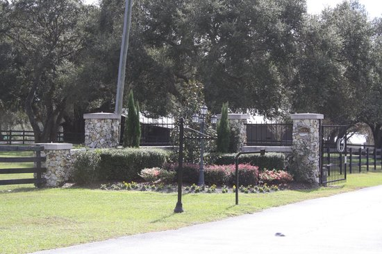 Grand Oaks Resort: Main Gate