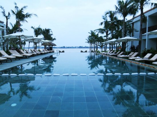 Vinh Hung Emerald Resort: Beautiful pool area