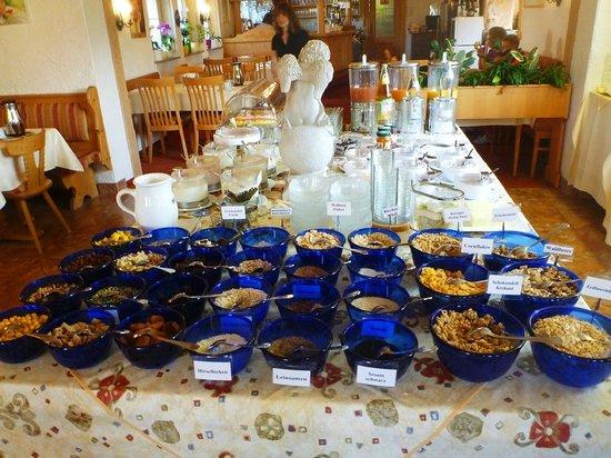 Hotel Wallgauer Hof: Breakfast spread