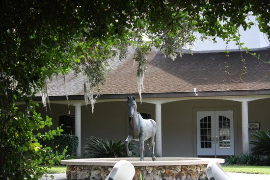 Grand Oaks Resort: another statue