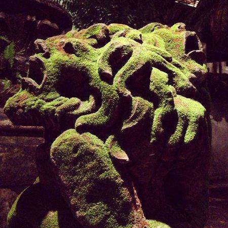 Café des Artistes: Piece from the Garden