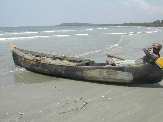 Muzhappilangad Drive-in Beach : Relaxing on the Drive-in Beach - Kerala - India