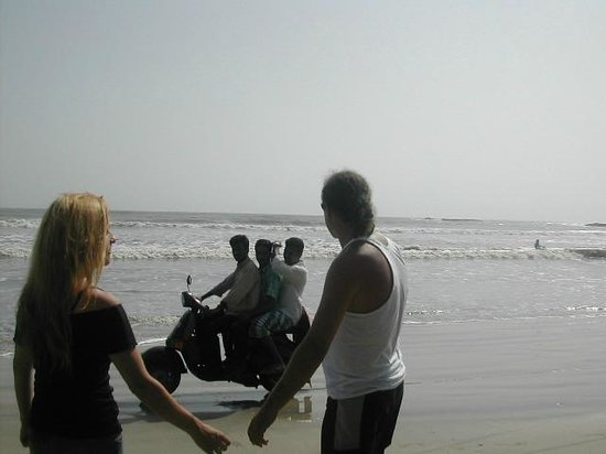 Muzhappilangad Drive-in Beach : Enjoying the Drive-in Beach - Kannur - Kerala - India