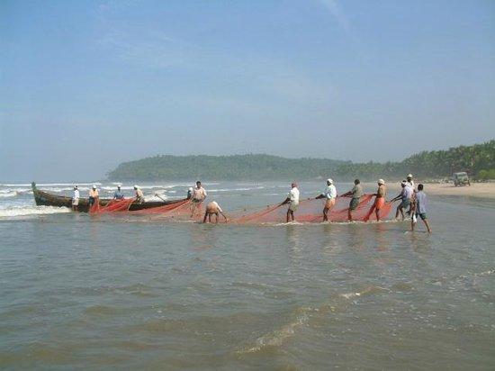 Muzhappilangad Drive-in Beach : Fishermen on the Drive-in Beach - Kannur - Kerala - India