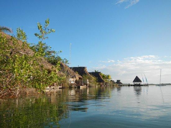 Centro Holistico Akalki: Las habitaciones dan a la Laguna