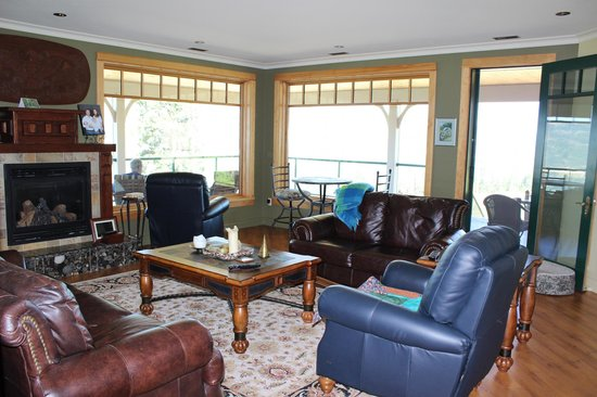 Country Ridge Bed and Breakfast: Guest sitting room
